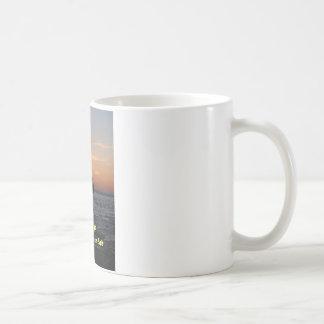 la puesta del sol del hombre de la pesca las buen taza