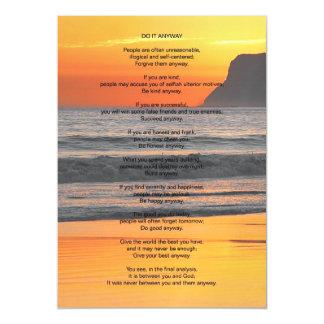La puesta del sol del océano lo hace de todos invitaciones magnéticas