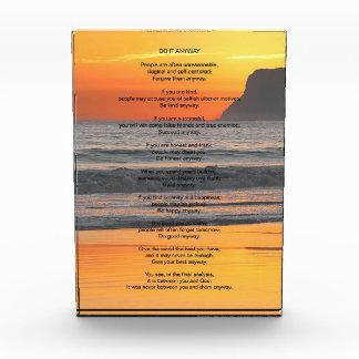 La puesta del sol del océano lo hace de todos modo