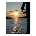 La puesta del sol del pescador tarjeta postal