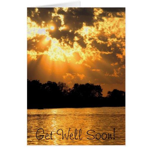 La puesta del sol divina consigue bien pronto tarjeta de felicitación