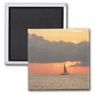 La puesta del sol navega el imán