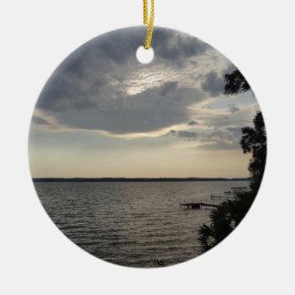La puesta del sol se nubla el lago NY Cayuga Ornaments Para Arbol De Navidad
