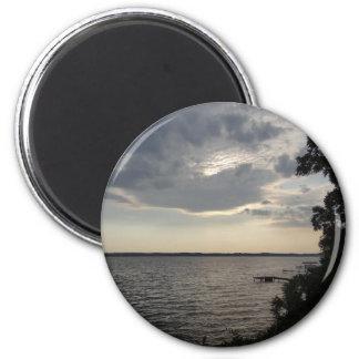 La puesta del sol se nubla el lago NY Cayuga Imán Redondo 5 Cm