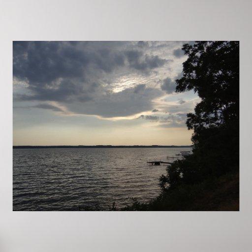 La puesta del sol se nubla el lago NY Cayuga Poster