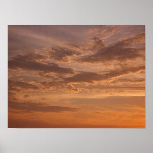 La puesta del sol se nubla el poster