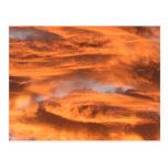 La puesta del sol se nubla la postal