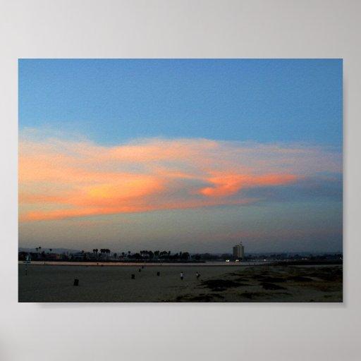 La puesta del sol se nubla las playas de la tarde poster