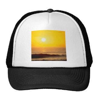 La puesta del sol Sun besado agita Kauai Hawaii Gorras
