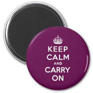 La púrpura apasionada guarda calma y continúa imán redondo 5 cm