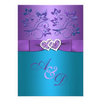 La púrpura boda floral del monograma de los coraz