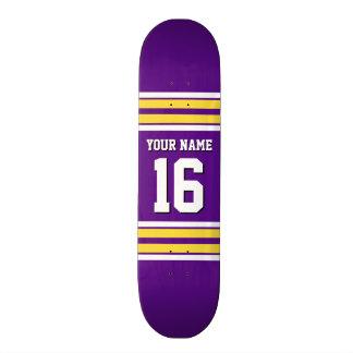 La púrpura con blanco amarillo raya el jersey de patines