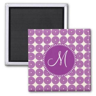 La púrpura de encargo del monograma circunda los b imán cuadrado