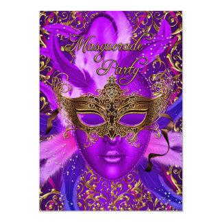 """La púrpura de la pluma y el fiesta de la mascarada invitación 5"""" x 7"""""""
