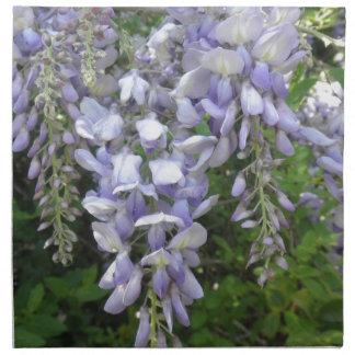 La púrpura de la vid de las glicinias florece las  servilletas imprimidas
