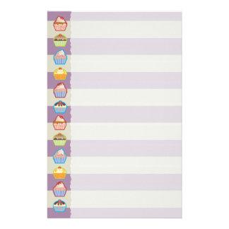 La púrpura de las magdalenas de Lotsa raya los efe Personalized Stationery