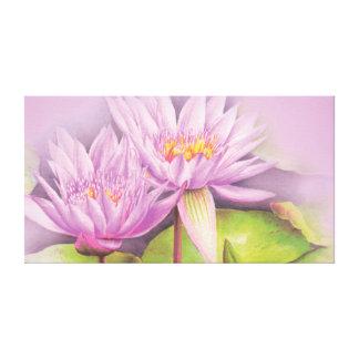 La púrpura del lirio de agua florece la impresión lona envuelta para galerías