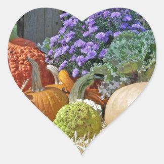 La púrpura del otoño de la caída de las calabazas colcomanias corazon