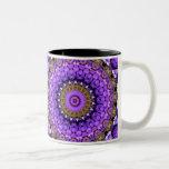 la púrpura deslumbra la taza