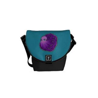 La púrpura encrespada manchó diseño del dibujo de bolsas de mensajeria