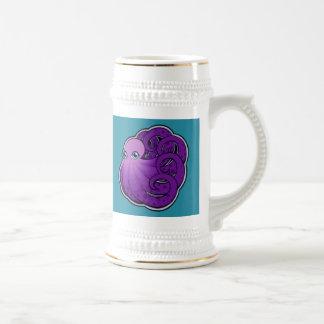 La púrpura encrespada manchó diseño del dibujo de jarra de cerveza