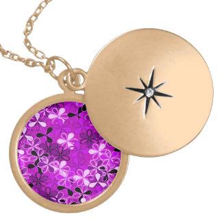 La púrpura florece el collar