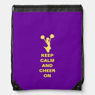 La púrpura guarda la mochila tranquila del lazo de