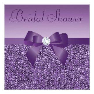 La púrpura imprimió el arco de las lentejuelas y l invitación