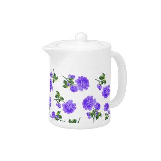 La púrpura inglesa del jardín florece la tetera bl