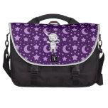 La púrpura linda de la momia protagoniza y está en bolsas de portátil