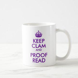 La púrpura mantiene la almeja y la prueba leídas tazas