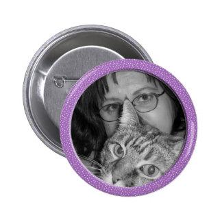 la púrpura motea el marco pin redondo de 2 pulgadas