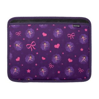 La púrpura protagoniza al gimnasta púrpura de la funda  MacBook