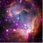 La púrpura protagoniza astronomía de espacio de la esculturas fotográficas