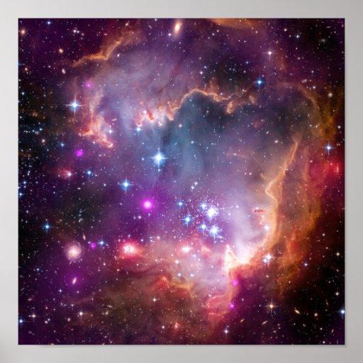 La púrpura protagoniza astronomía de espacio de la posters
