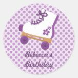 La púrpura puntea a los pegatinas del cumpleaños etiqueta redonda