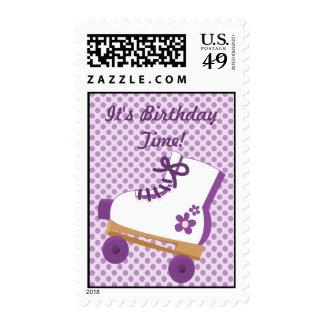 La púrpura puntea franqueo del cumpleaños del patí timbre postal