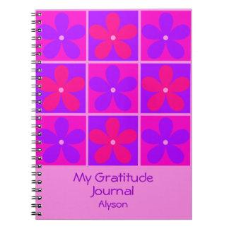 La púrpura retra colorida florece el diario de la libros de apuntes con espiral