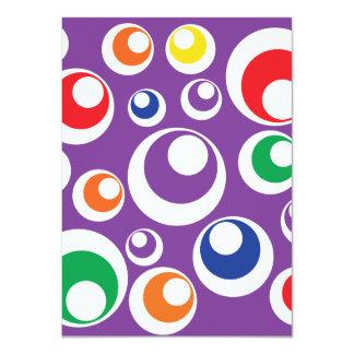 La púrpura retra colorida intrépida circunda el comunicado