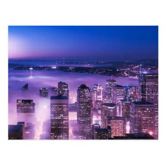 La púrpura sombrea el panorama de Seattle Tarjeta Postal