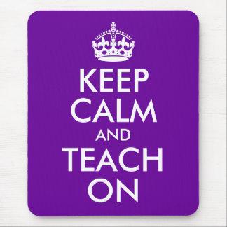 La púrpura y el blanco guardan calma y la enseñan  mousepad