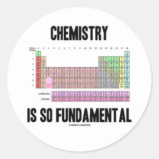 La química es tan fundamental (la tabla periódica) pegatina redonda