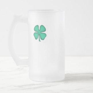 La r-mano irlandesa afortunada del trébol de 4 taza cristal mate