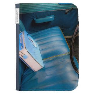 La radio en asientos de cuero azules enciende la