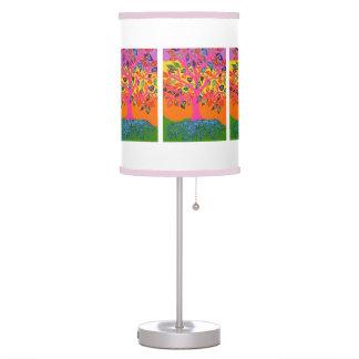 La raíz del borde rosado del conocimiento/de la lá lámpara de mesilla de noche