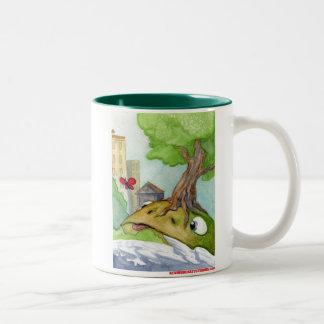 La rana de la colina y la mariposa taza de café de dos colores