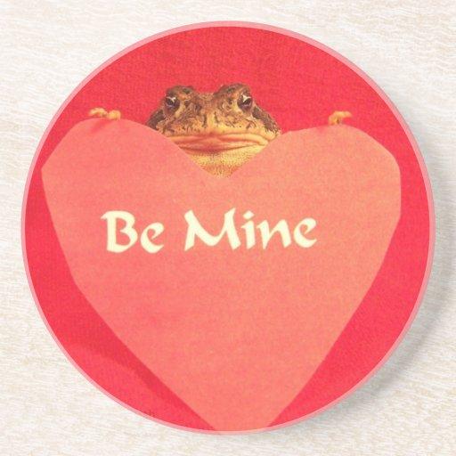 ¿La rana del sapo que lleva a cabo un corazón que  Posavasos Cerveza