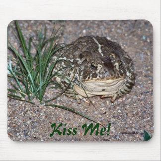 ¡La rana me besa! Mouse Pad