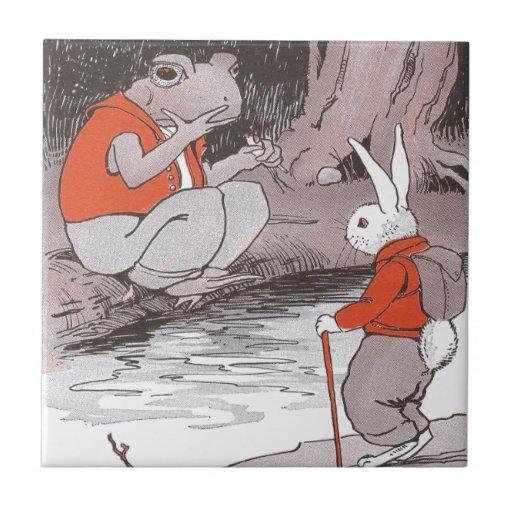 La rana resuelve hacer excursionismo el conejito e azulejo cuadrado pequeño