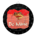 La rana sea tarjeta del día de San Valentín del re Tabla Dardos